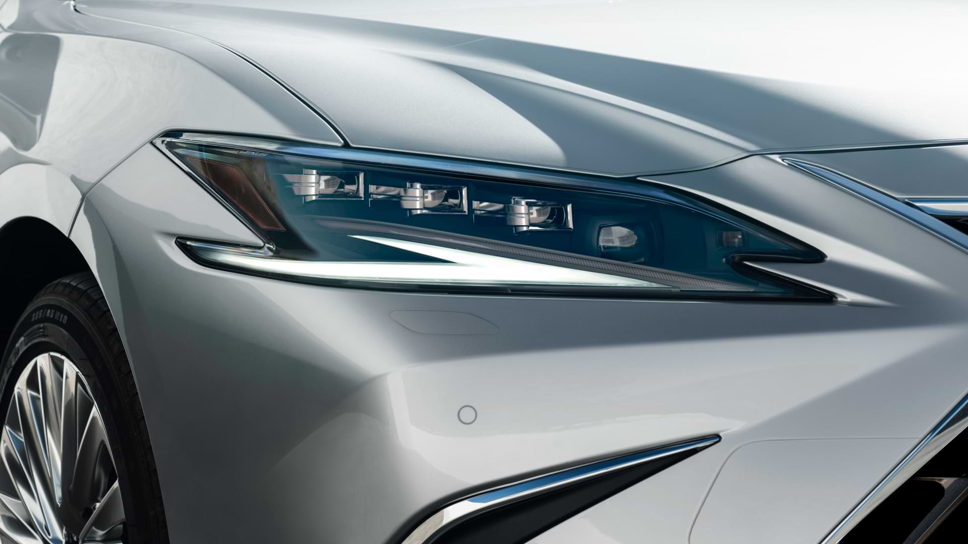 Front headlight of a silver 2021 Lexus ES